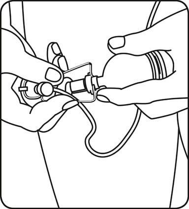 Соедините шнур страховочной системы с вакуумной камерой